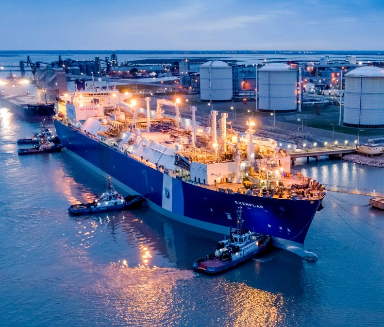 Exemplar delivering LNG at Bahia Blanca Gasport
